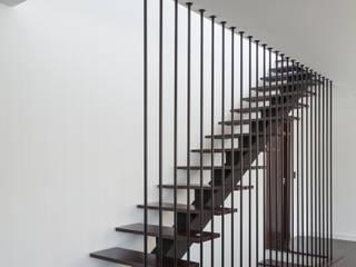 Modern Corridor, Hallway and Staircase by JPS Atelier - Arquitectura, Design e Engenharia Modern
