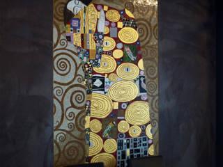 Klimthouse, Mozaika artystyczna w holu i przy windach apartamentowca przy ul. Kazimierzowskiej w Warszawie. Klasyczny korytarz, przedpokój i schody od Pracownia Mozaiki M Klasyczny