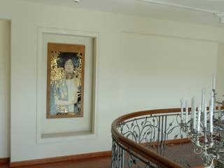 Konstancin - mozaikowe wnętrza rezydencji Klasyczny korytarz, przedpokój i schody od Pracownia Mozaiki M Klasyczny