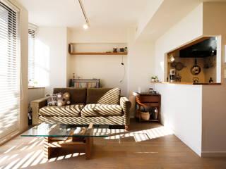 白のハーモニーで作る二人のこだわり空間: 株式会社スタイル工房が手掛けたです。