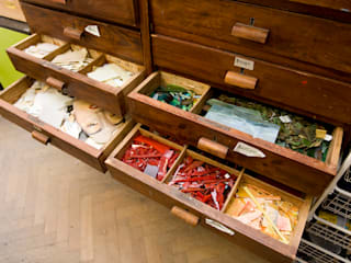 Pracownia, czyli jak wyglądamy od kuchni: styl , w kategorii Domowe biuro i gabinet zaprojektowany przez Pracownia Mozaiki M