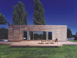 Houses by MARTIN MARTIN ARQUITECTOS