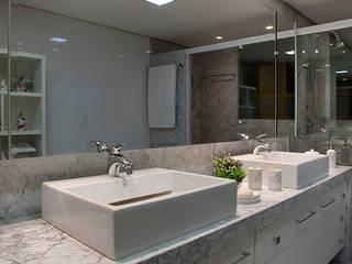 Ванные комнаты в . Автор – Angela Ognibeni Arquitetura e Interiores, Модерн