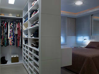 Modern Dressing Room by Angela Ognibeni Arquitetura e Interiores Modern