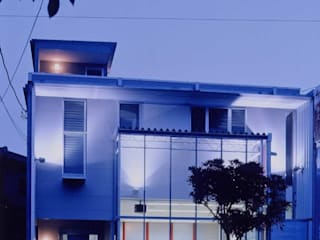有限会社加々美明建築設計室 Casas modernas Cerâmica Branco