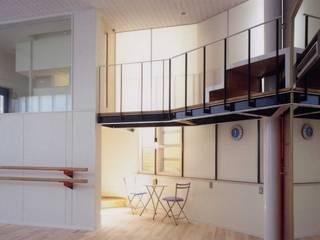 有限会社加々美明建築設計室 Gimnasios en casa de estilo moderno