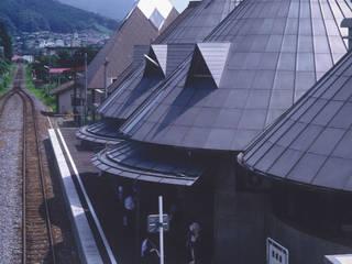 JR磐城塙駅+塙町立図書館: 伊藤邦明都市建築研究所が手掛けたテラス・ベランダです。,オリジナル