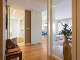 Pasillos y hall de entrada de estilo  por Traço Magenta - Design de Interiores