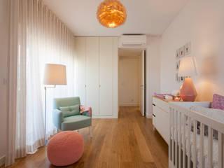 Nursery/kid's room by Traço Magenta - Design de Interiores