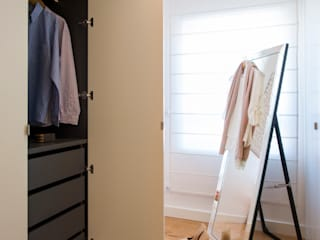 Suite do Casal_Closet: Closets  por Traço Magenta - Design de Interiores