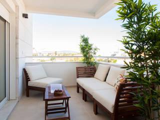 Balcone, Veranda & Terrazza in stile moderno di Traço Magenta - Design de Interiores Moderno