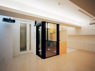 VILLA EO モダンデザインの リビング の 片岡直樹設備設計一級建築士事務所 モダン