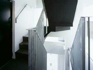 プラザレジデンス8 モダンスタイルの 玄関&廊下&階段 の 片岡直樹設備設計一級建築士事務所 モダン