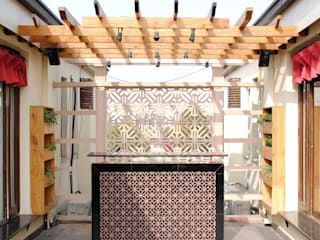 H5 Interior Design Rustic style balcony, veranda & terrace Wood effect