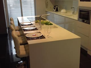 Apartamento Lisboa: Cozinhas  por 3L, Arquitectura e Remodelação de Interiores, Lda,Moderno