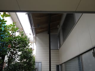 A post supporting eaves tightens exterior space.: 伊藤邦明都市建築研究所が手掛けた家です。