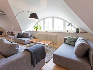 Salas de estilo escandinavo de Planungsgruppe Barthelmey Escandinavo