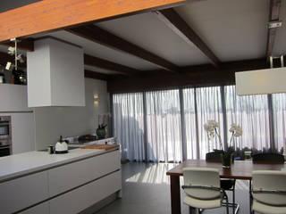 Cocinas de estilo moderno de Heldoorn Ruedisulj Architecten Moderno