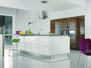 CUCINA FUTURA HANDLELESS: modern Kitchen by Kensington Scott