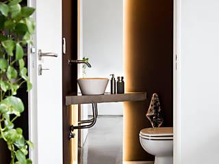 Bagno minimalista di MeMo arquitectas Minimalista