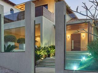 Modern houses by Isabela Canaan Arquitetos e Associados Modern
