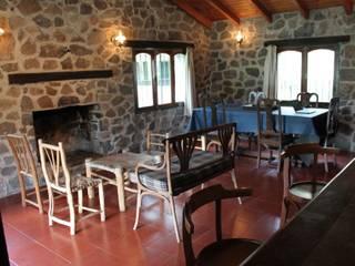 Livings de estilo  por Casas de Campo