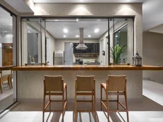 Modern balcony, veranda & terrace by Isabela Canaan Arquitetos e Associados Modern