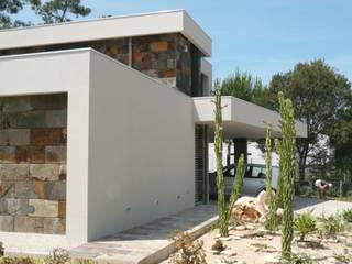Moradia Uni-familiar - Lagoa de Albufeira, Sesimbra:   por  Trindade Arquitectura