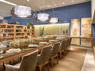 Dining room by Lider Interiores