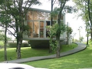 現代房屋設計點子、靈感 & 圖片 根據 一級建築士事務所ATELIER-LOCUS 現代風