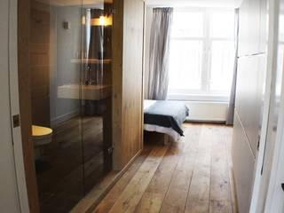 Estudi ramis Minimalist corridor, hallway & stairs