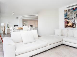 La Akoya Salones de estilo minimalista de Construccions i Reformes Miquel Munar SL Minimalista