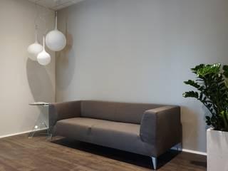 Equiline Showroom Andrea Gaio Design Oficinas y tiendas de estilo moderno