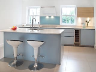Kitchen by in-toto Kitchens Design Studio Marlow