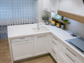 Classic style kitchen by INFOR AMBIENTES SL Classic