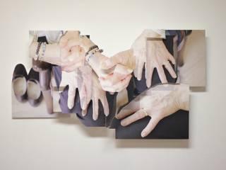 Grandma's Hands: modern  door KRIS doet kunst, Modern