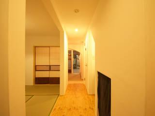 ジサ01S: 株式会社FESCH一級建築士事務所が手掛けた廊下 & 玄関です。