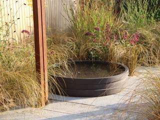Jardines de estilo moderno de Tom de Witte - ontwerpers van de buitenruimte Moderno