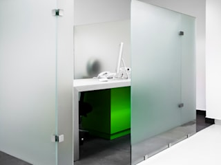 net.brains: Estudios y oficinas de estilo  por C+C | STUDIO