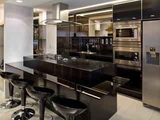 Duplex Costa: Cozinhas  por Renata Dutra Arquitetura,