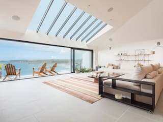 Gwel-An-Treth, Sennen Cove, Cornwall: modern Living room by Laurence Associates