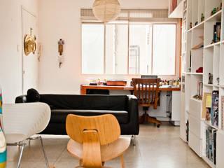 Sala: Salas / recibidores de estilo moderno por PUNCH TAD