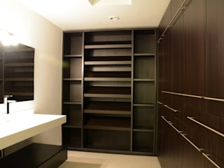 wrkarquitectura Modern dressing room Wood
