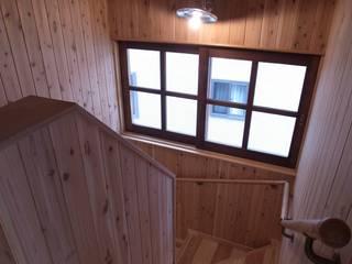 東中野のいえ: 伊田直樹建築設計事務所が手掛けた廊下 & 玄関です。,