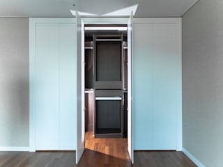 디자인사무실 Modern dressing room MDF White