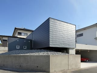 宮城のガレージハウス: 有限会社Kaデザインが手掛けた家です。