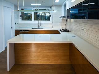 디자인사무실 Modern dining room Wood White
