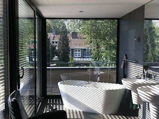Bathroom by Van de Looi en Jacobs Architecten