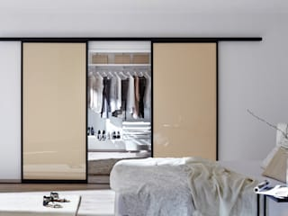 Modern Dressing Room by Elfa Deutschland GmbH Modern Glass