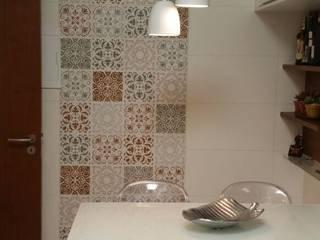 COZINHA  DELICADA E ACONCHEGANTE: Cozinhas modernas por Marcia Debski Ferreira Designer de Interiores